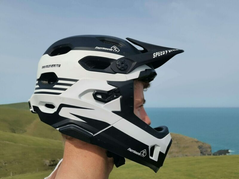 Additional Coverage of a Full-Face MTB Helmet