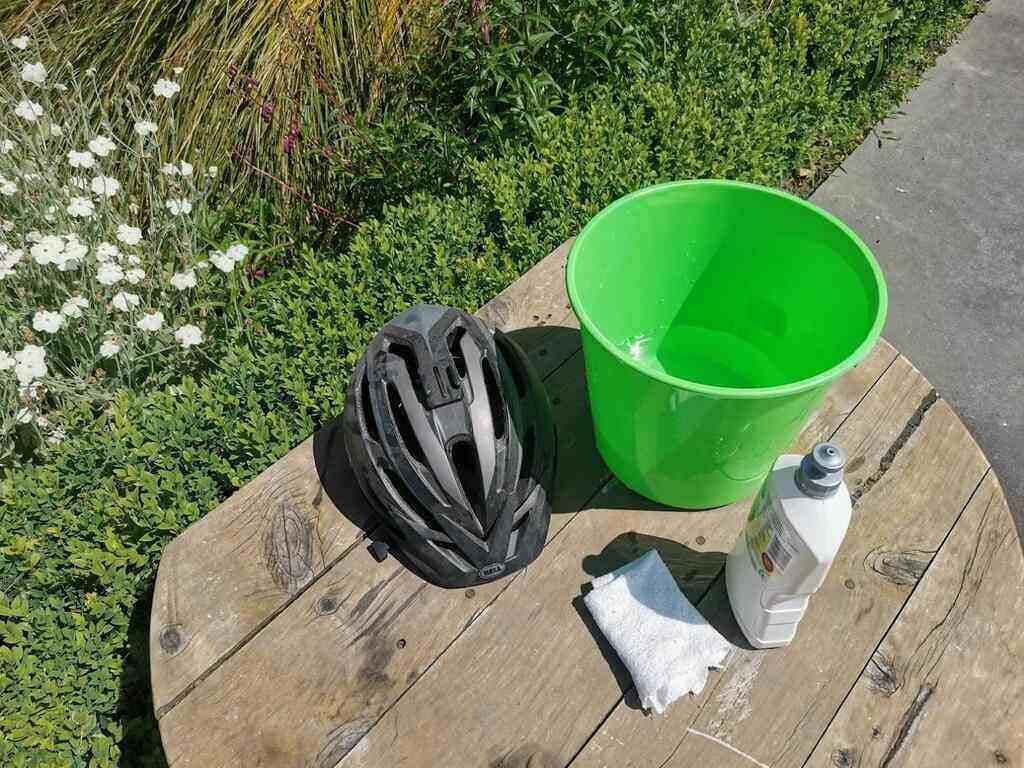 Everything you need for cleaning a helmet