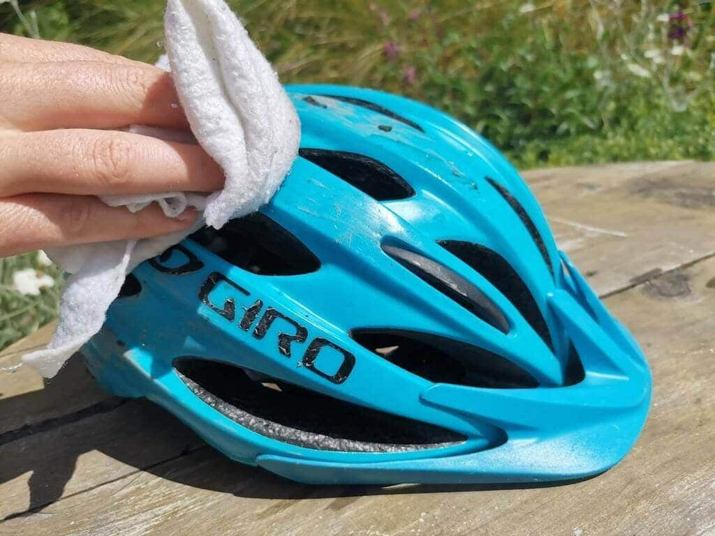 Get rid of the dirt! - How to Clean a MTB Helmet
