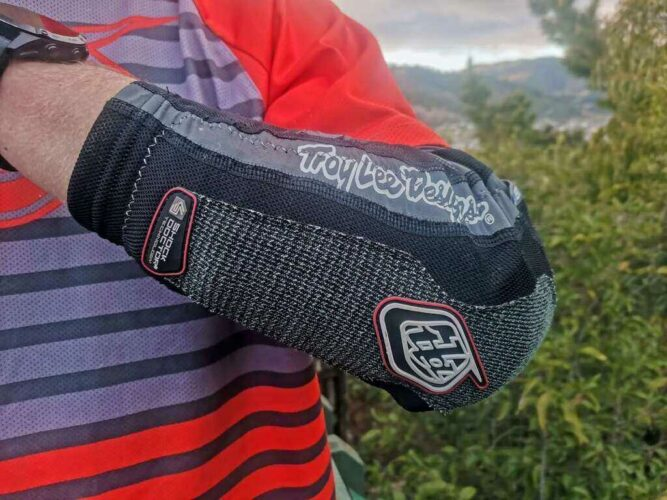 Flexibility and Fit of MTB Elbow Pads